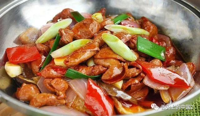 美食麻辣火爆肥肠来临,这样做火爆肥肠真的肥肠的鲜美、嫩而有韧
