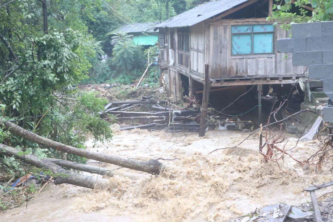 快讯:腾冲市猴桥镇自然灾害中失踪人员确认为扶贫干部郭彩廷