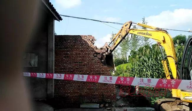 经开区 拆除违法建筑工作见成效