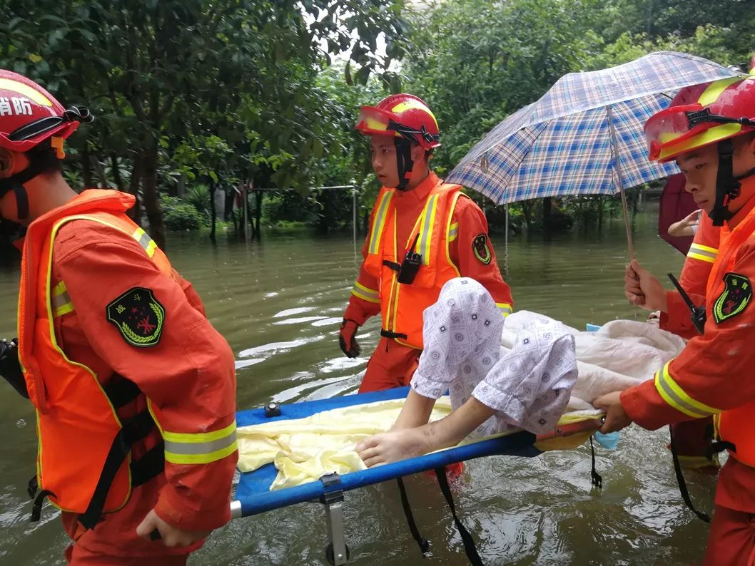 <b>洪水不退,我们不撤!</b>
