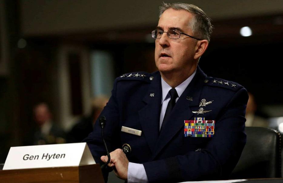美军内部再曝出丑闻,女兵公开指控上将性侵,白宫下达封口令