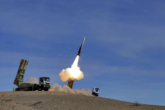 美卫星发现异常,伊朗导弹消失不见,侦察机前往看到危险一幕