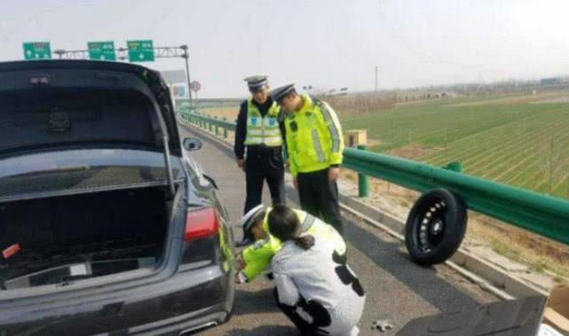 车子爆胎后停在应急车道换轮胎,车主却被扣6分,交警给出了这样的原因