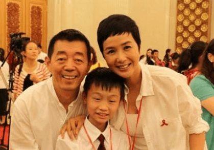 50岁蒋雯丽,62岁丈夫顾长卫,17岁儿子长相惹争议