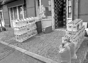 长春市多个小区出现用水荒