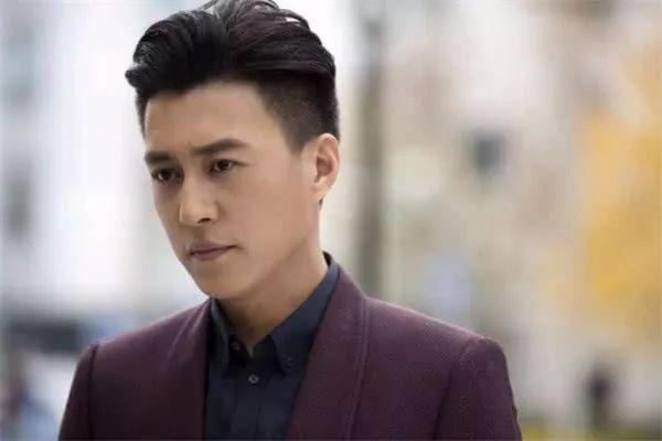 演员靳东的父母是做什么的?靳东家庭背景曝光