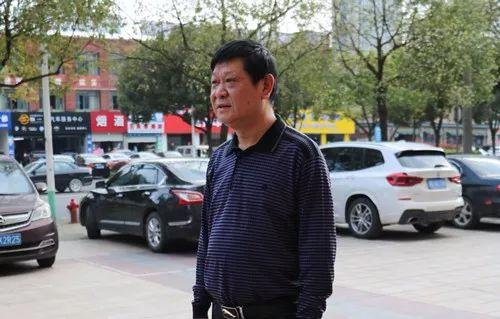 """【好人52】""""退而不休""""—— 梨洲街道白云社区云河绿洲小区业委会主任杨家元"""