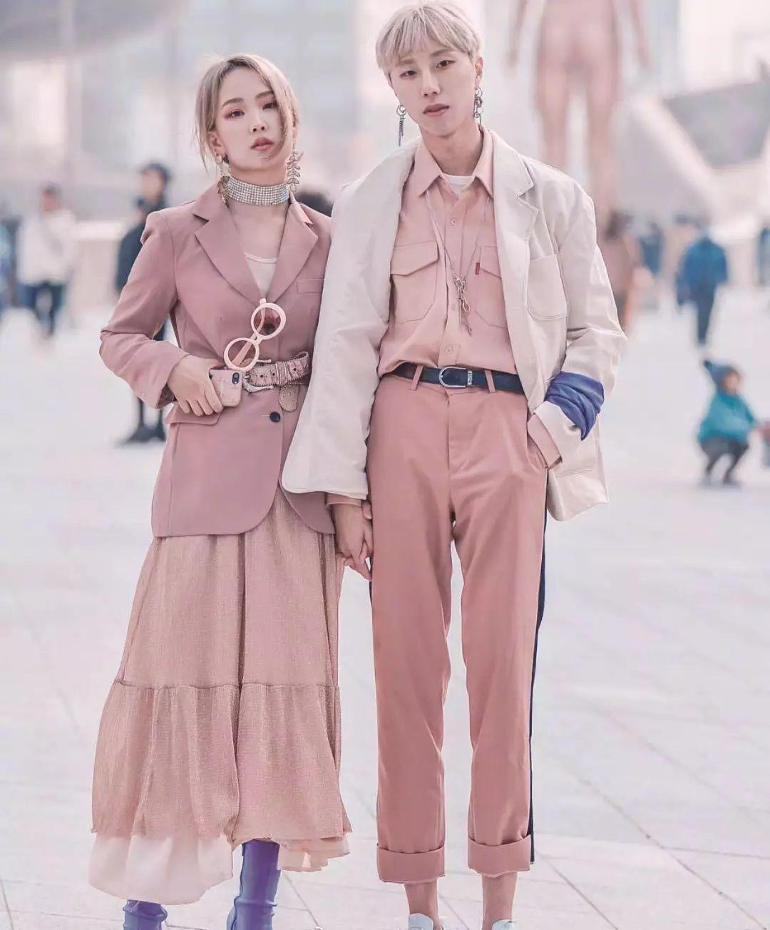 服装搭配 男生女生搭配合集 情侣装千万别穿一样的,像校服,真的丑哭了