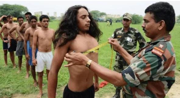 印度军人到底吃的啥参军前瘦得皮包骨,退伍后衣服包不住肥肉