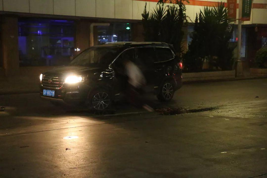 玉溪中心城区街道上发生一起酒驾惨剧,肇事驾驶人殒命,1名乘客受伤