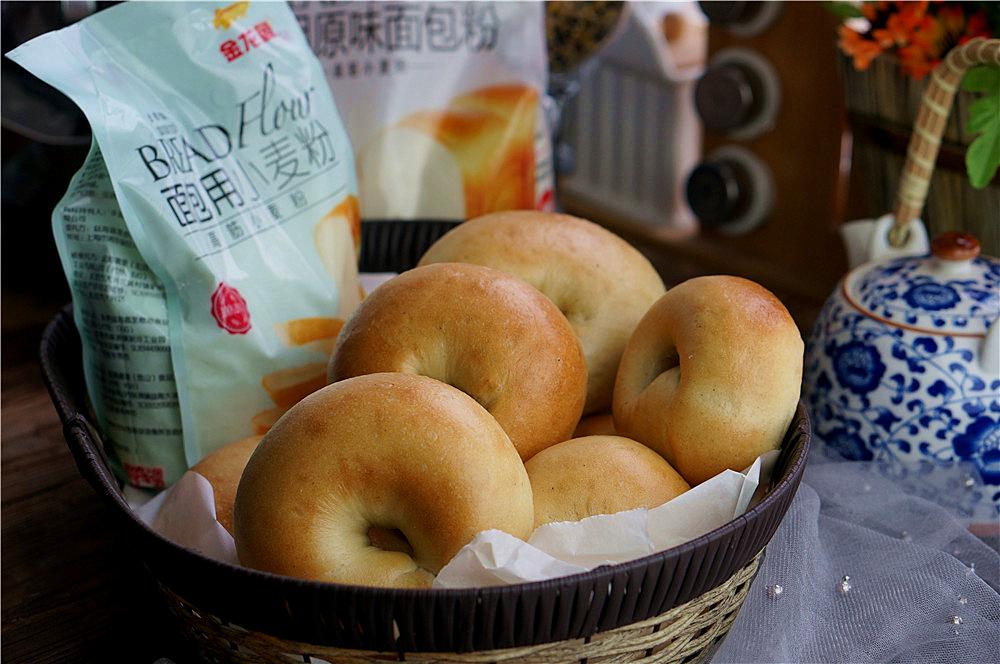 这款是推荐给减肥人士的首选面包,低糖无油有嚼劲,一餐半个就饱腹