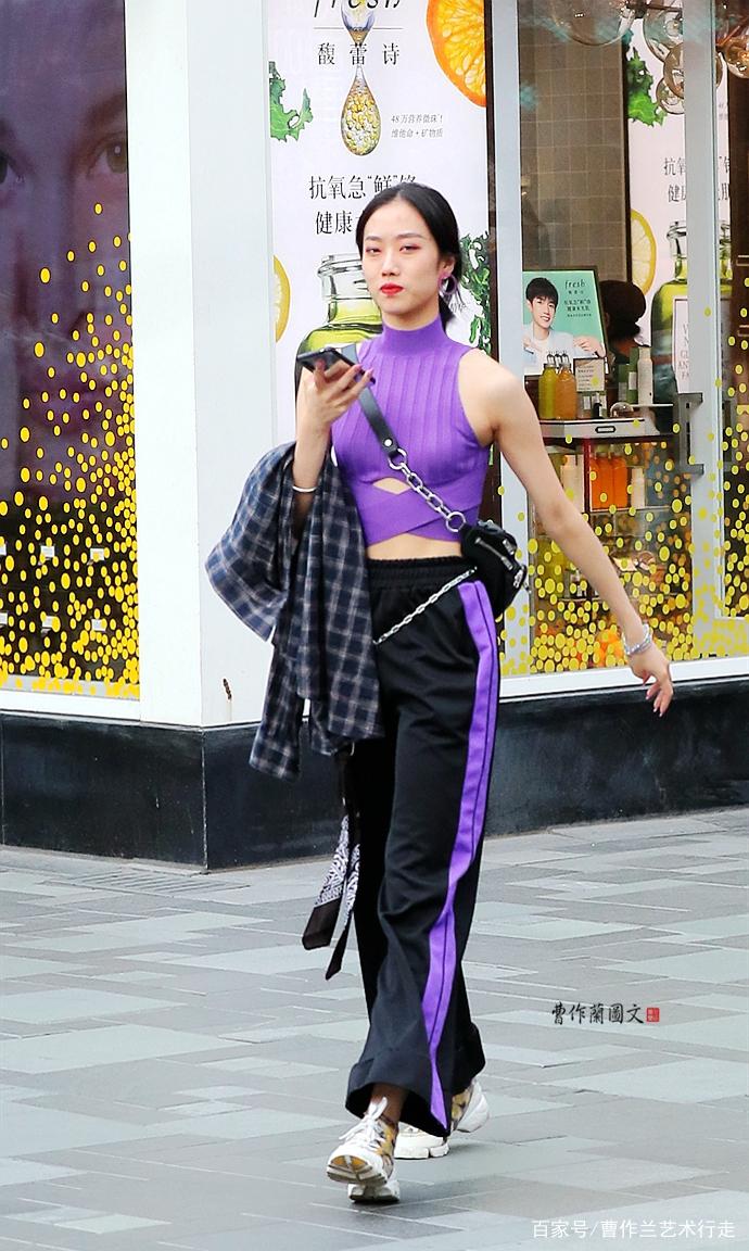 搭配是一种情结,美女为校园裤的紫罗兰,寻找另外一抹紫罗兰