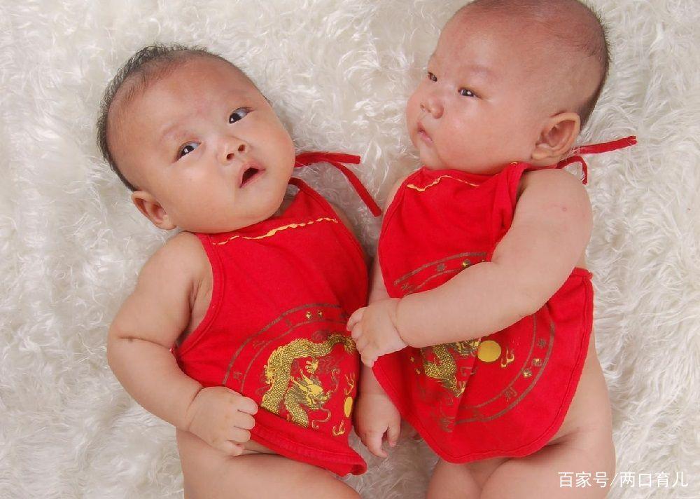 双胞胎越长越不像,丈夫起疑偷偷做亲子鉴定,报告结果让他内疚