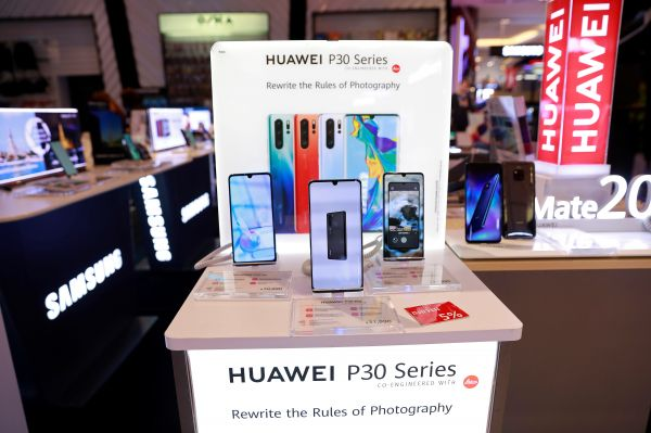 全球手机销量低迷 中国品牌逆势上扬