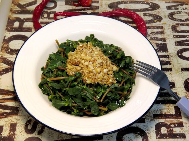 三伏天吃不够的野菜,拌拌就上桌,胃口大开特下饭,比肉菜受欢迎