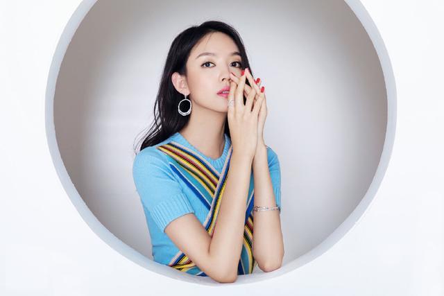 她是中国首位世界小姐冠军,35岁穿2万3的裙子,再次惊艳岁月