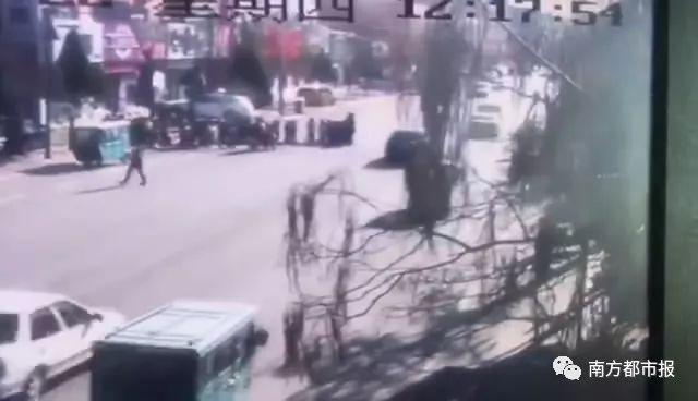 死刑!一男子驾驶奥迪撞小学生,造成6人死亡20人受伤!
