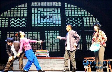 二人台演绎脱贫故事 光棍汉变迁搬上舞台