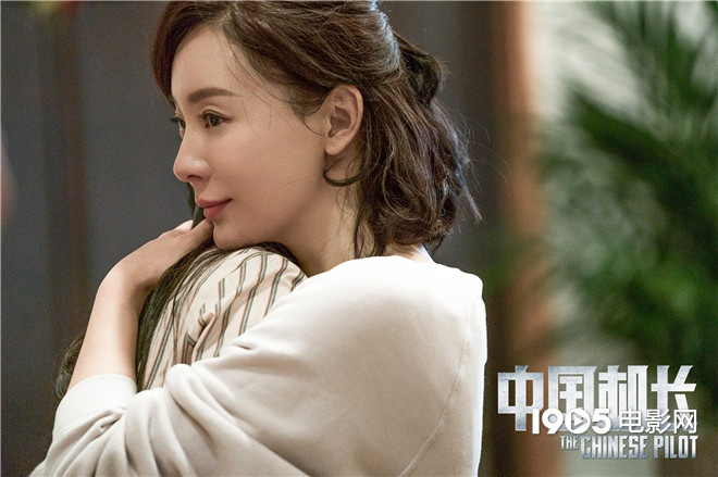 《中国机长》曝剧照 陈数本色出演英雄背后的女人