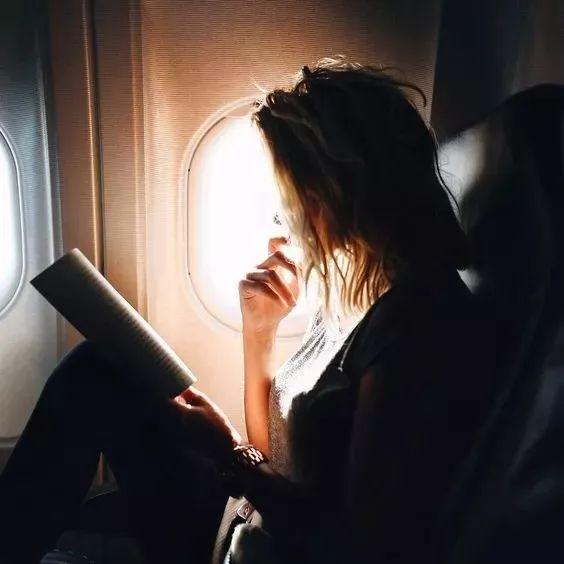 亲爱的,多去旅行,少碰爱情