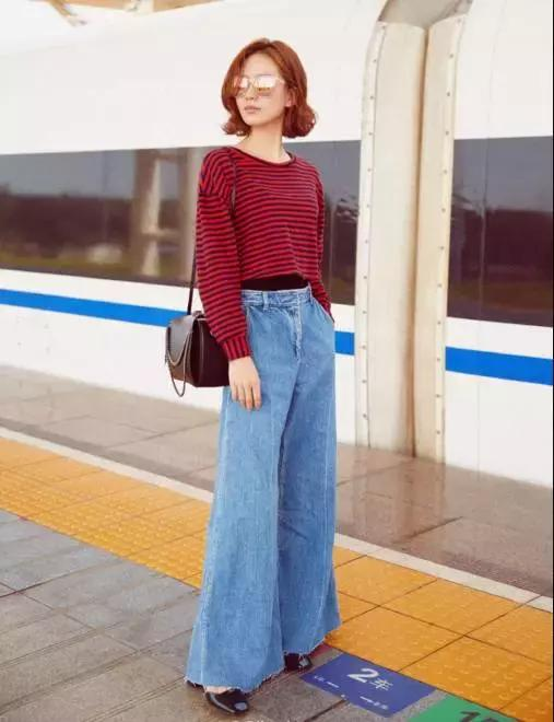 牛仔外套搭配牛仔九分阔腿裤,通身的牛仔复古又有韵味。