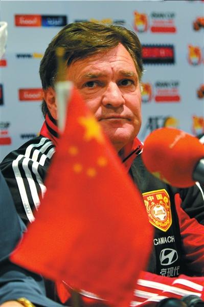 国足主教练卡马乔_他是国足接盘侠教练,他顶缸没事他让贤,但谁知他的辉煌