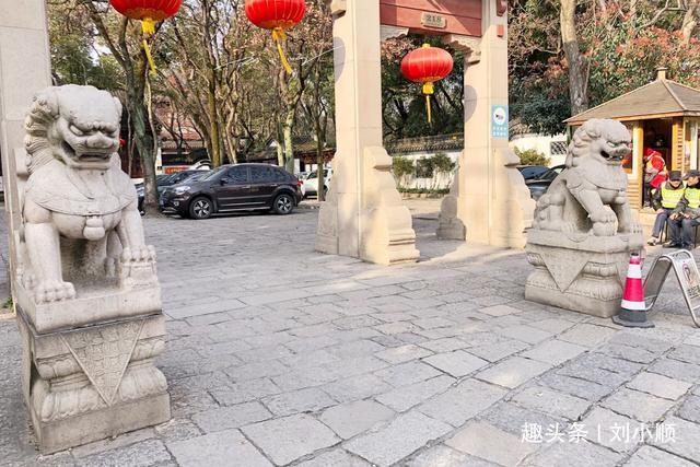 上海最不威武的石狮子,瘦骨嶙峋、弱不禁风,游客:谁饿着你了?