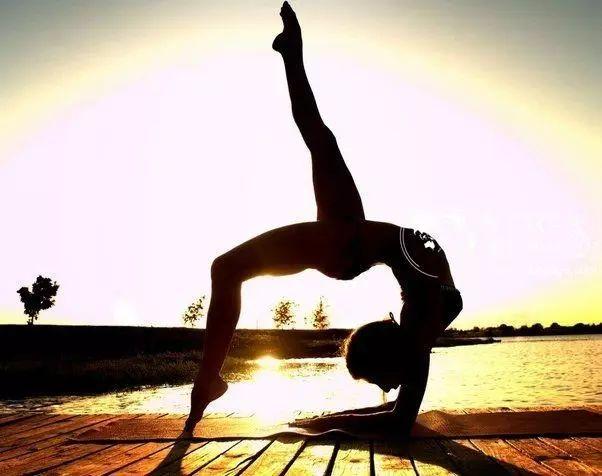 8个拉伸动作,让你舒服一整天!