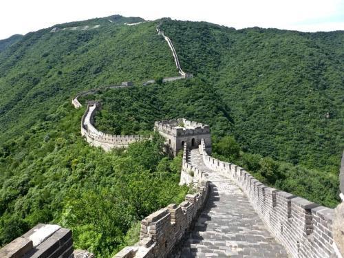 秦始皇修建万里长城花费了多少钱?如果换算成人民币是多少钱?