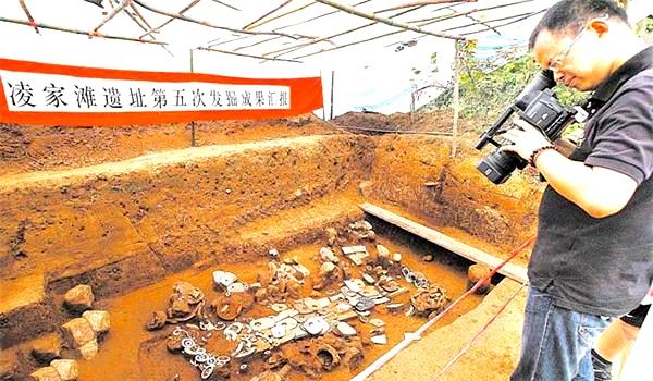 """专家带上3000元钱独自考古,出土文物证实""""灵龟负书""""并非传说"""