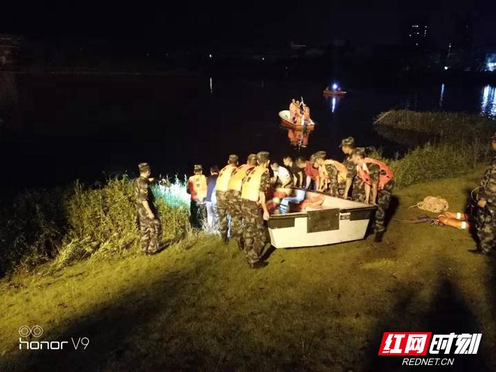 岳阳7人自驾快艇不慎落湖 4人遇难3人获救