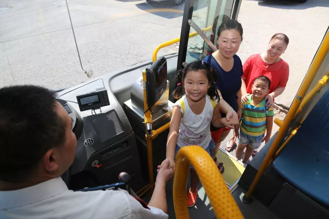 """不再量身高,6岁以下免费坐公交!儿童乘车优惠拟转为""""看年龄"""""""