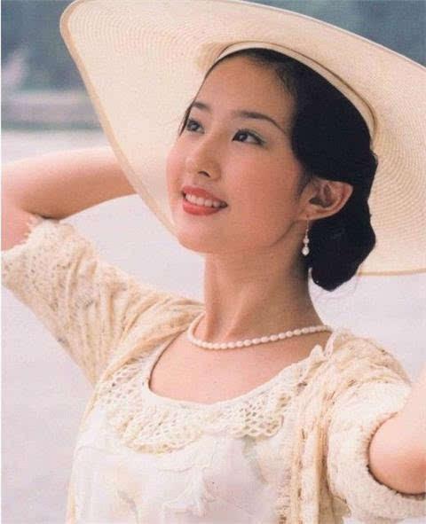 刘亦菲16岁靠清纯打败董洁,而李沁剧中风头曾盖过赵丽颖