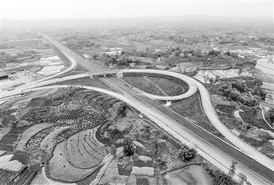 <b>潼荣高速后续工程完成60% 年内可建成通车</b>