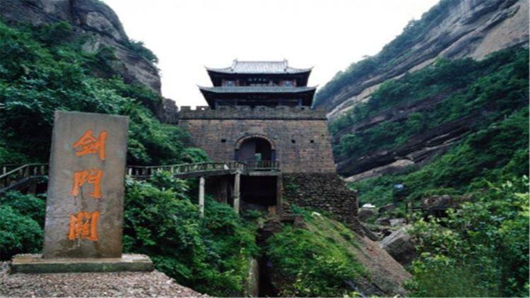 四川最低调5A景区,可与九寨峨眉齐名,外地游客却很少来游玩