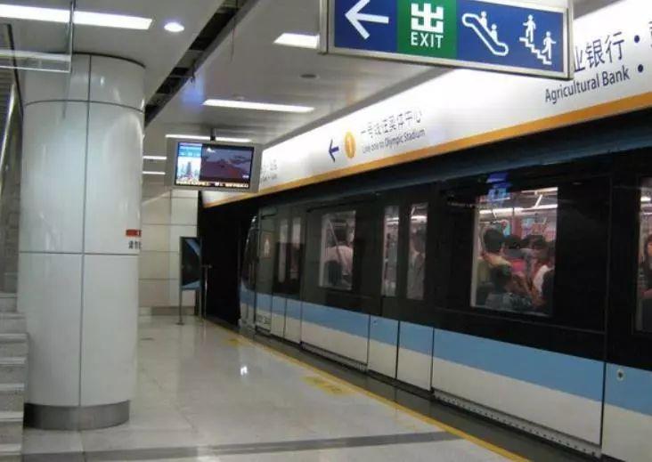 同是地铁内饮食,南京地铁罚中国人不罚外国人?回应来了