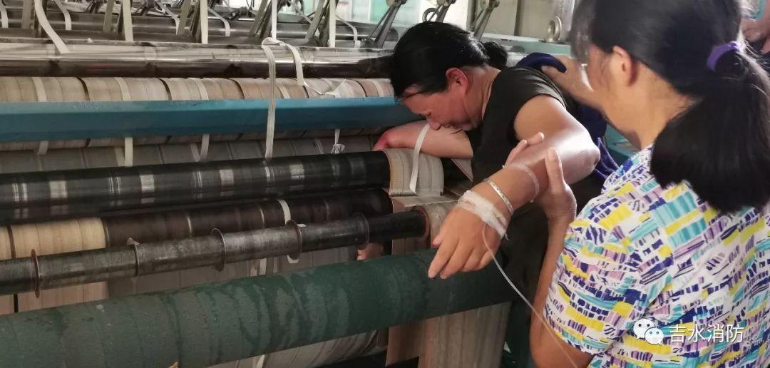 揪心!吉安一女工操作不慎将手臂卷入机器,现场...(附视频)