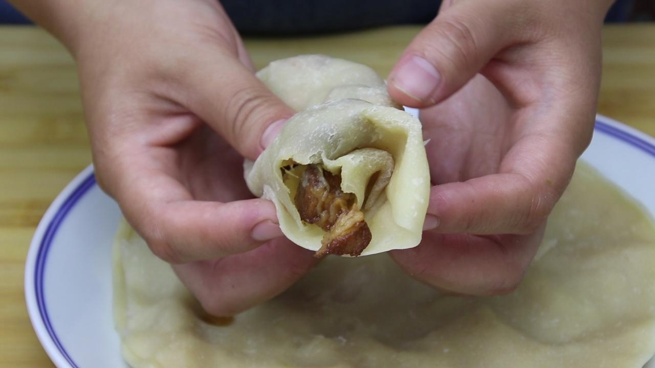 五花肉又出新吃法,不炒也不炖,锅里一翻,出锅抢着吃,香