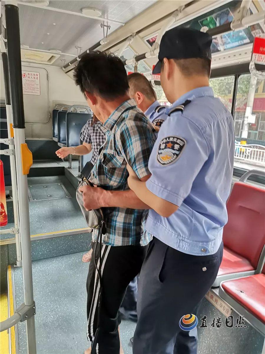 广东中山:监控实拍!公交行驶中醉酒男殴打司机,全城悬赏通缉