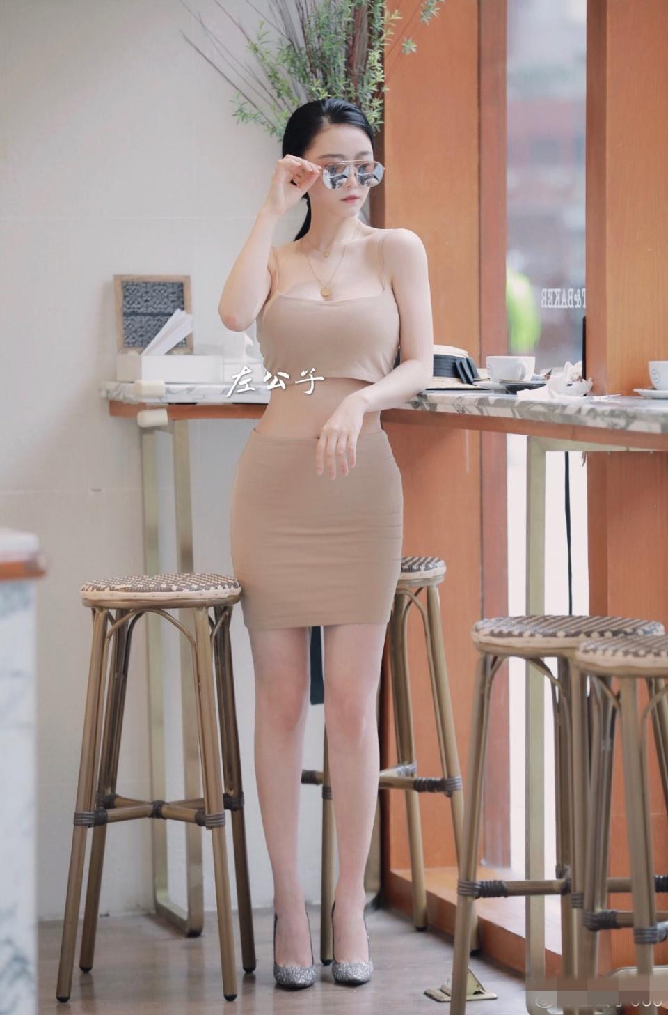 爆笑GIF图:这么美得姑娘招来砌砖,一天得花多少钱
