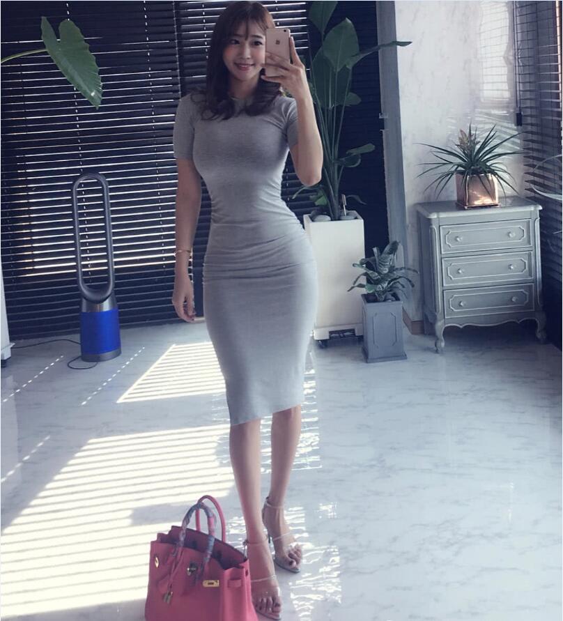 33歲辣媽曬照秀馬甲線,葫蘆型身材,渾身散發著女人味! 作者: 來源:豬豬評球