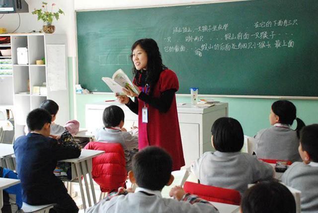 义务阶段规定不能给孩子排名,而学校却以班级的成绩给老师排名