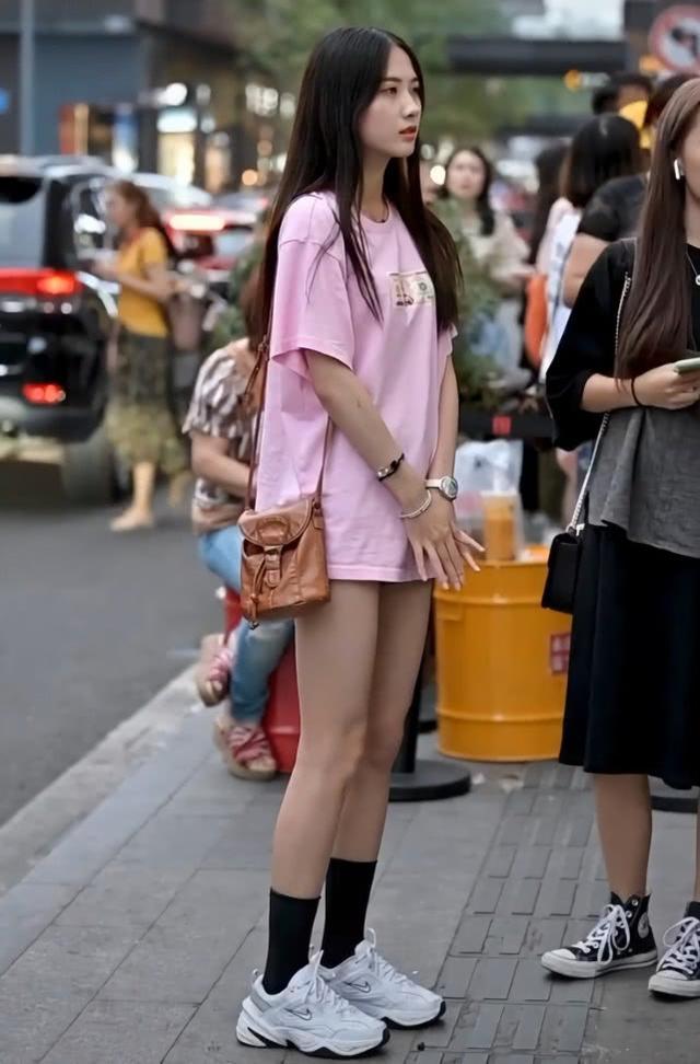 """穿AJ""""火车鞋""""的小姐姐要注意了,一定要搭1/2的半腿袜,潮"""