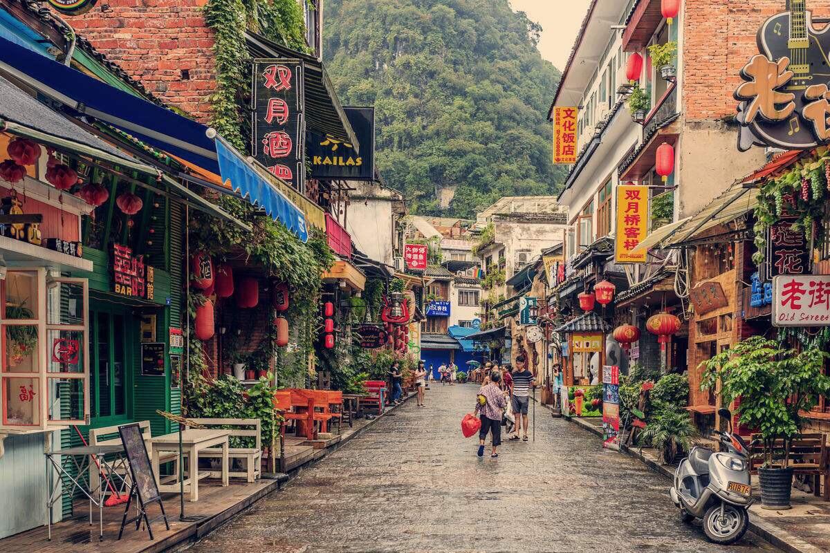 """国外有唐人街,广西则有""""洋人街"""",这条街古老繁华,还免门票!"""
