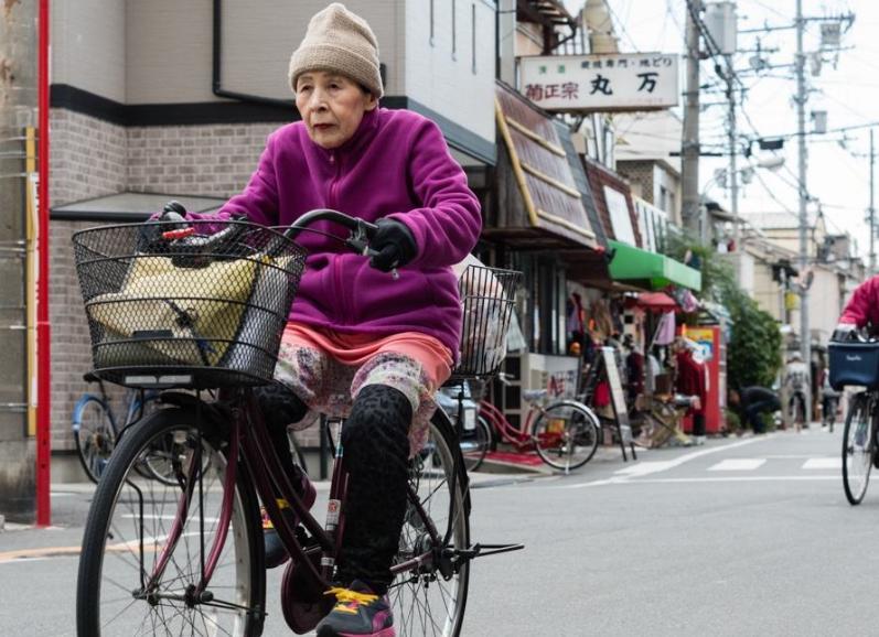 日本人极爱自行车,但为何将心头爱摆在街上,难道不怕被偷?