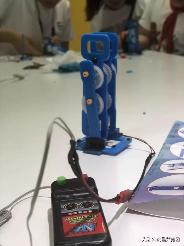diy微型机器人 团团带你进入科技的殿堂