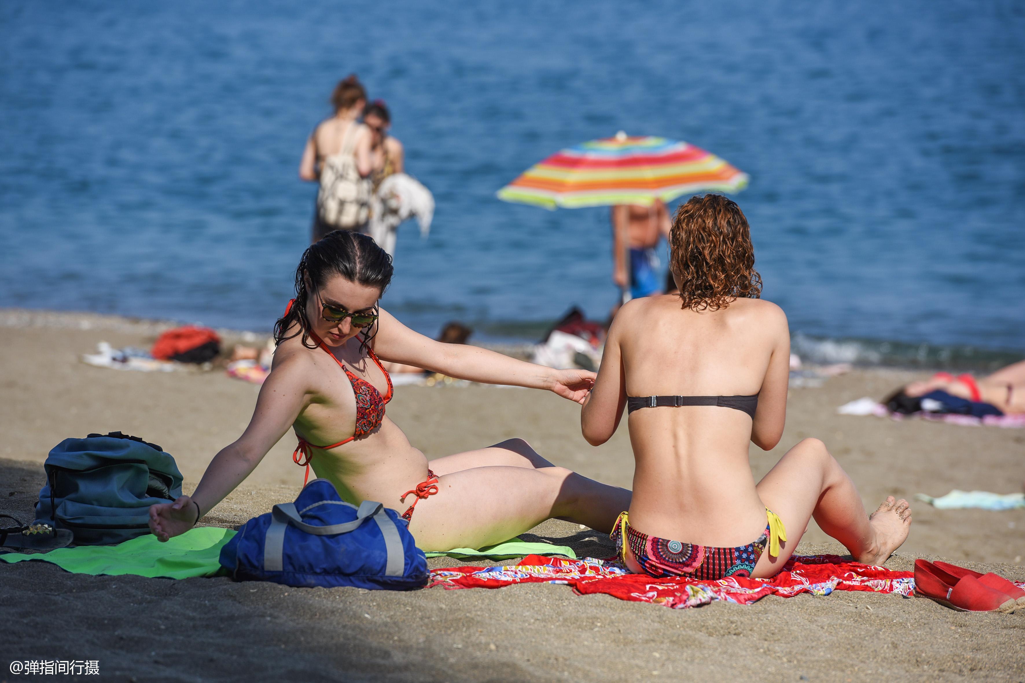 西班牙马拉加的盛夏,40度的马拉格塔海滩,是市民日光浴的乐园