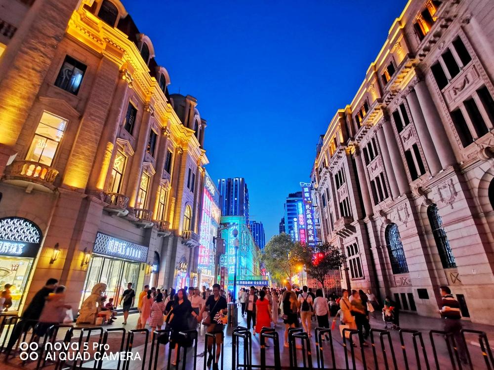 手机拍武汉:国内最长的百年步行街,领略20世纪建筑之美_江汉路