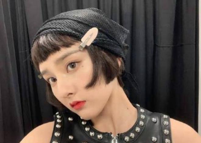 <b>宋祖儿解锁新发型! 戴马卡龙粉色发卡少女感十足</b>