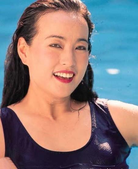 看完刘晓庆年轻时候的照片,难怪她这一生都走桃花运,那么多人追图片